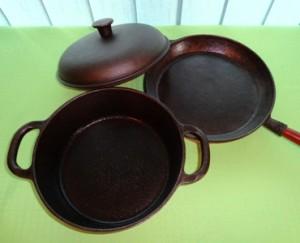 przechowywanie naczyń żeliwnych, naczynie żeliwne, naczynia żeliwne, naczynia z żeliwa